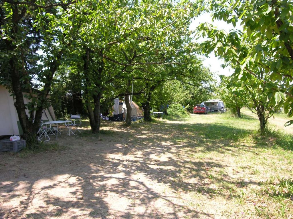 emplacements camping les cerisiers luberon